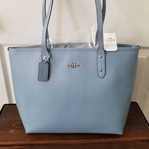 Authentic Coach Central Tote With Zip NWT